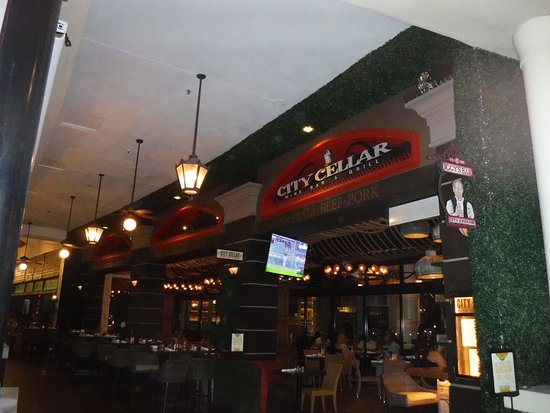 City Cellar Wine Bar & Grill: Over priced restaurant view