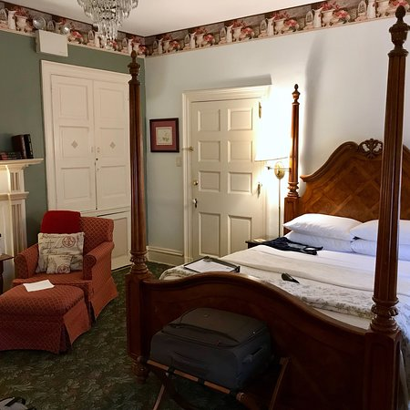 Carlisle House Bed & Breakfast (closest to city center): photo1.jpg