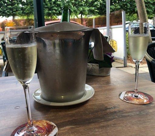 Leopoldsburg, Belgia: Cava with no service