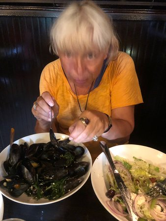 Miller Place, NY: mussels and Greek salad