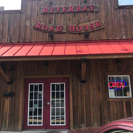 Riverbay Roadhouse: photo0.jpg
