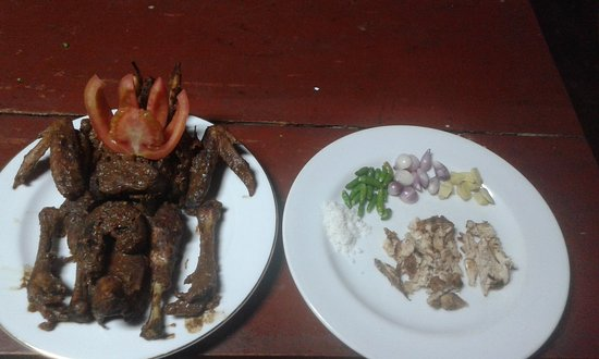 Tuktuk Siadong, Indonesia: This is deligious food in samosir only LEO'S RESTAURANT L.TOBA  please you'r try in LEO'S RESTAU