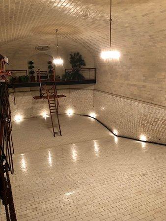 Biltmore: IMpressive indoor swimming pool