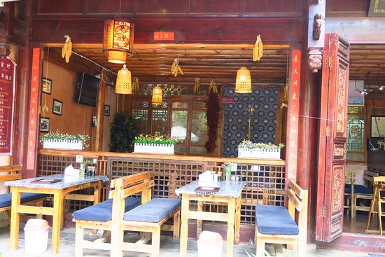 Yunnan Shaxi Ancient Town: Plenty of small restaurants like this if you care to have a meal