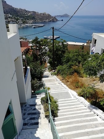Myrties, اليونان: stairs to the hotel
