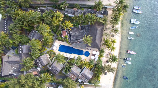 Baie du Tombeau: Aerial View of the hotel