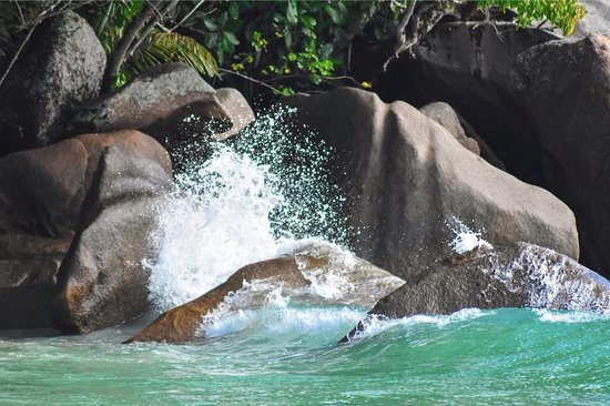 Cocotier Tours: Splash between our granitic rock and the sea
