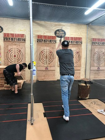 ‪Bury The Hatchet Bensalem - Axe Throwing‬