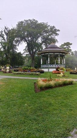 Halifax Public Gardens: 20180809_103556_HDR_large.jpg