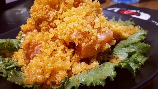 Pointe des Almadies, เซเนกัล: La fameuse salade salmon spicy crispy