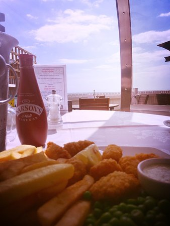 Felpham, UK: Lunch with a sea view!