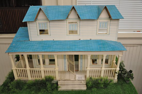 Cardboard Model Of The Waltons House Picture Of Waltons