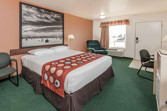 Three Hills, Canada: 1 Queen Bed Room