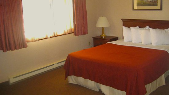 MH CopperCrown Hancock MI GuestRoom Queen