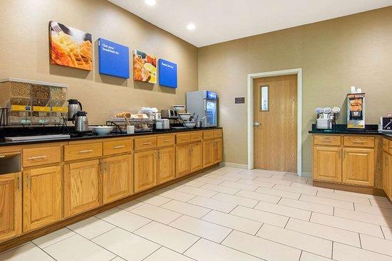 Milford, NY: Breakfast area