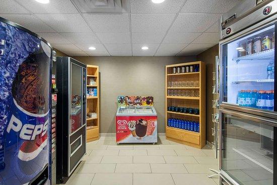Milford, NY: Hotel vending area