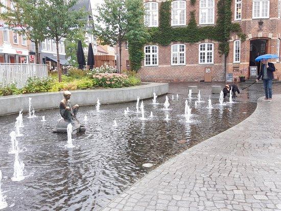 The sculptur 'Dreng og Skildpadde'
