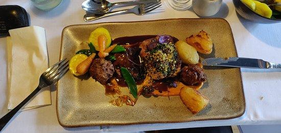 Llanarmon DC, UK: Main:Marinated welsh lamb rump/beef cheek pakora