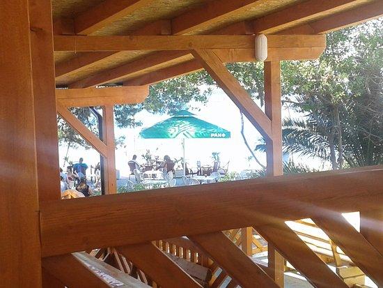 Necujam, Croácia: Outside seating