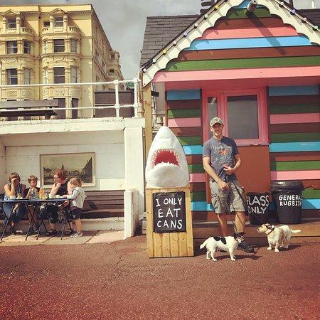 St Leonards-on-Sea, UK: Outside Goat Ledge cafe