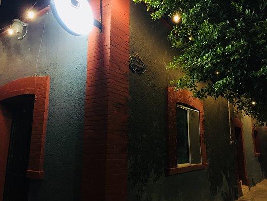 Café ubicado en Av. Sarabia esquina Ocampo, Lerdo Durango.