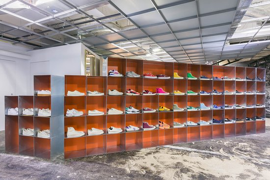 Dsm Sneaker Space - Picture of Dover