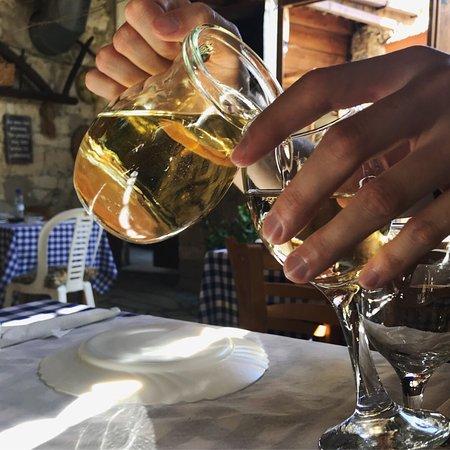 Vouni, Кипр: Takis Taverna