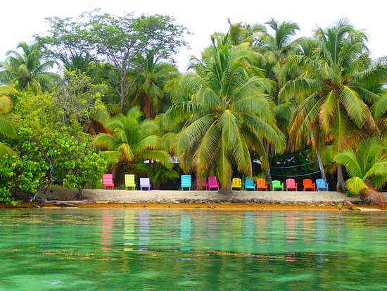 South Water Caye, بليز: this was a neighboring resort, I think. We saw it while kayaking
