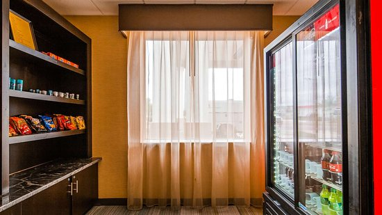 Best Western Plus Flowood Inn & Suites: Market Place