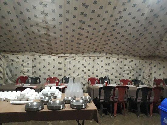 Sarchu, India: Dinning area