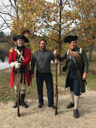 Expert Guide David J with Revolutionary War reenactors on