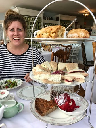 Seymour, CT: Afternoon Tea for 3 tower
