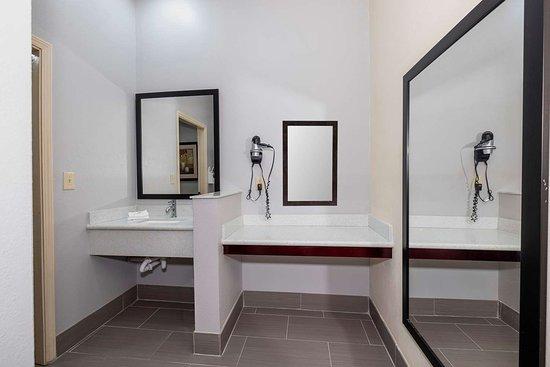 Brandon, Миссисипи: ADA Bathroom