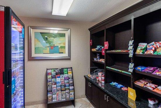 Rodeway Inn & Suites: Hotel marketplace