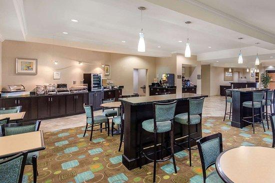 Rodeway Inn & Suites: Free hot breakfast