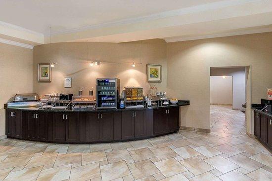 Rodeway Inn & Suites: Breakfast area