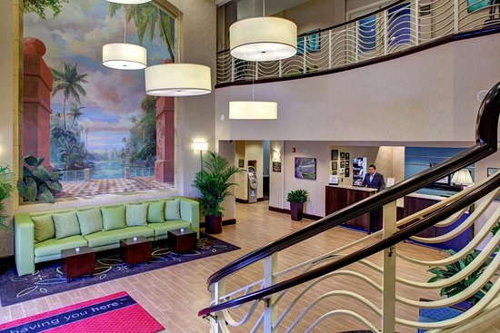 Hampton Inn & Suites by Hilton - Miami Airport / Blue Lagoon: Reception
