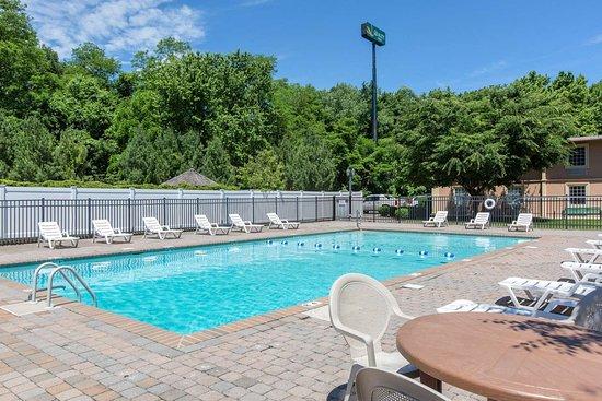 Ledgewood, NJ: Outdoor pool