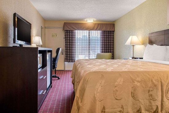 Quality Inn: Spacious guest room