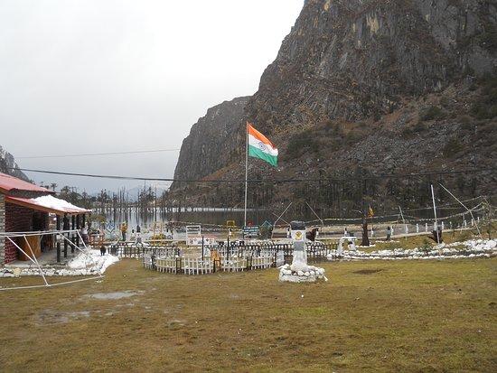 Arunachal Pradesh, India: Sangestar Tso Lake