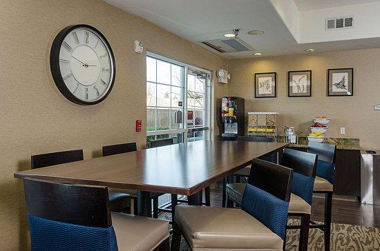 Turlock, CA: Breakfast area