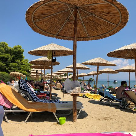 Gregolimano, Grecja: Sandy beach with music