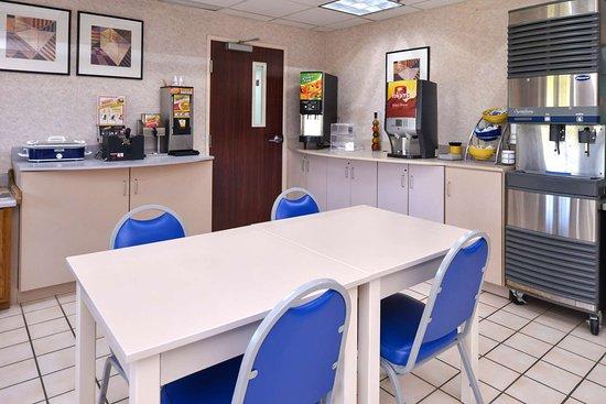 Maryville, MO: Breakfast Area