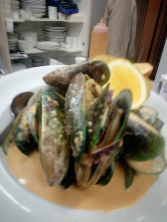 Top of the hill bistro: Fresh NZ Green lip Mussel Bowl