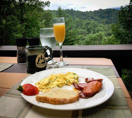 Valle Crucis, NC: Lazy Bear Lodge - breakfast