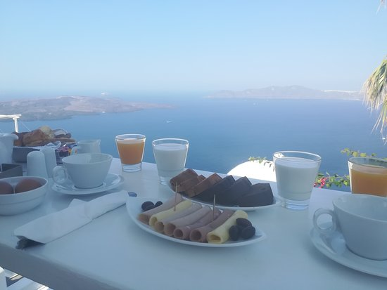 Mill Houses Elegant Suites: Breakfast with view