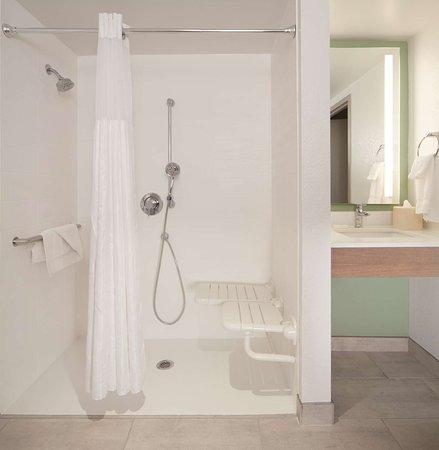 Hilton Garden Inn Jacksonville JTB / Deerwood Park: Guest room