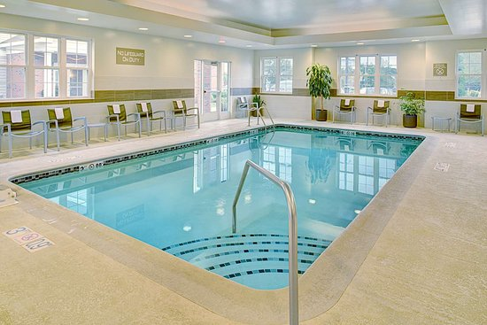 Homewood Suites by Hilton Manchester/Airport: Pool