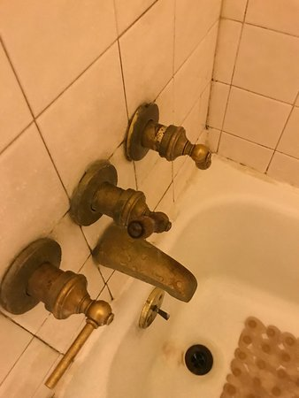 Holbrooke Hotel: The water tap with missing spigot