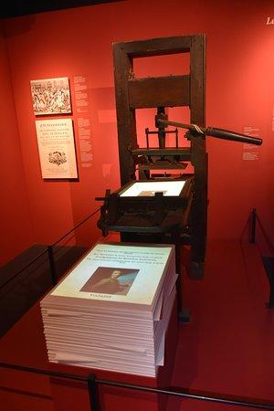 memorial 1815 de drukpers verspreidt de ideen van de verlichting